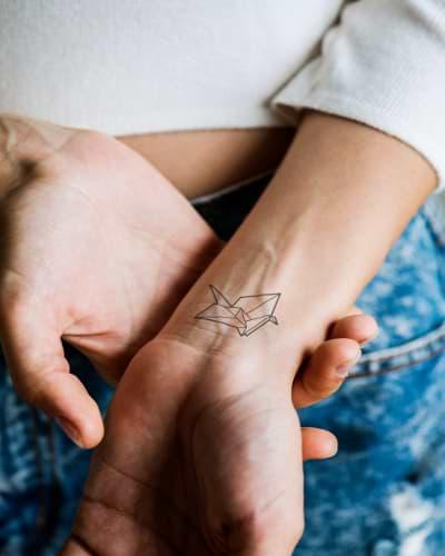 IPL auf Tattoo IPL Haarentfernung und Tätowierung Handgelenk